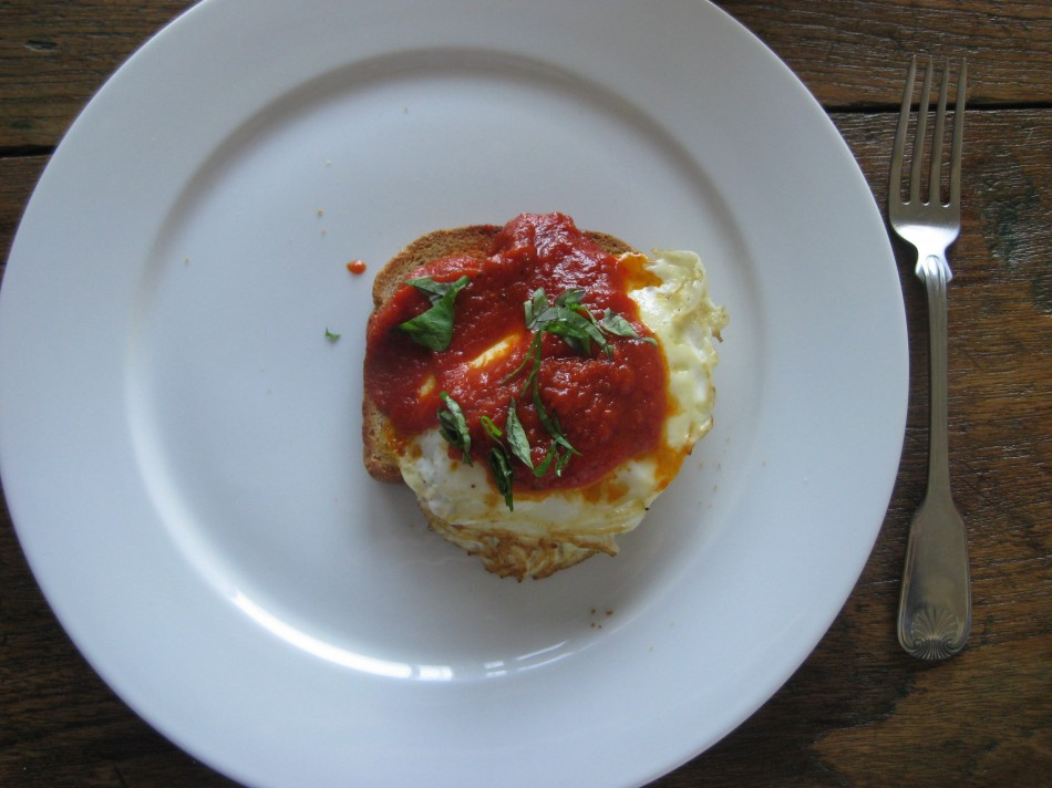 Fried egg with tomato sauce