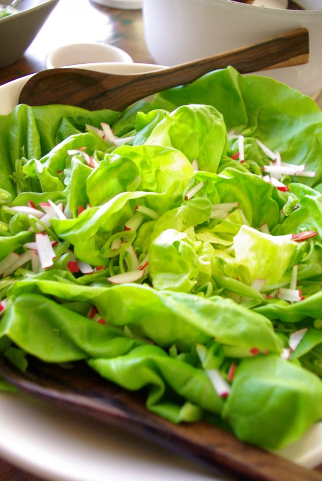 Salad with snap peas and radishes