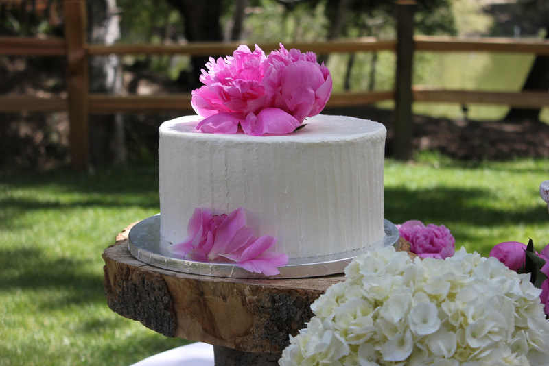 wedding cake on rustic wooden slice