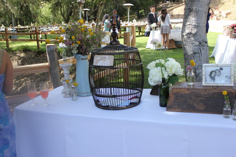 Wedding greeting and guestbook table