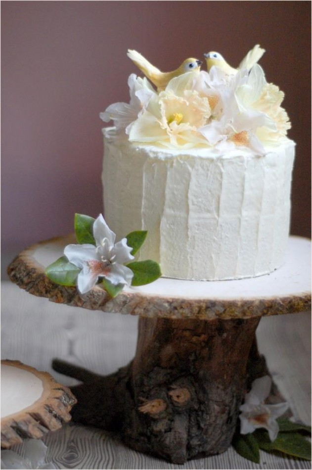 Rustic wood cakestand