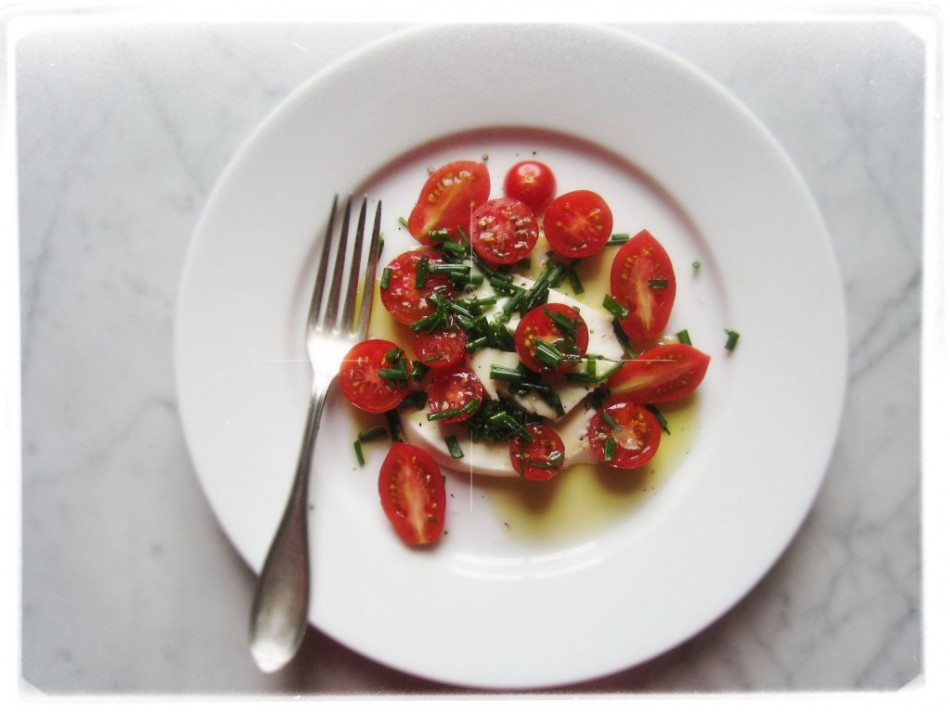 cherry-tomatoes-and-fresh-mozerella