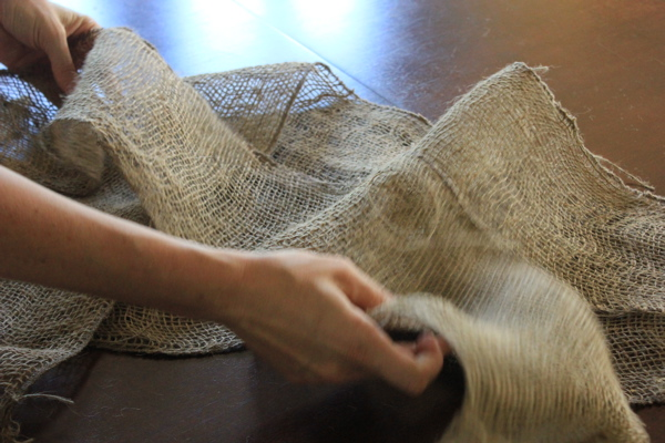 arranging burlap table runner