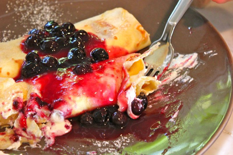 Sweet cheese and blueberry crepes
